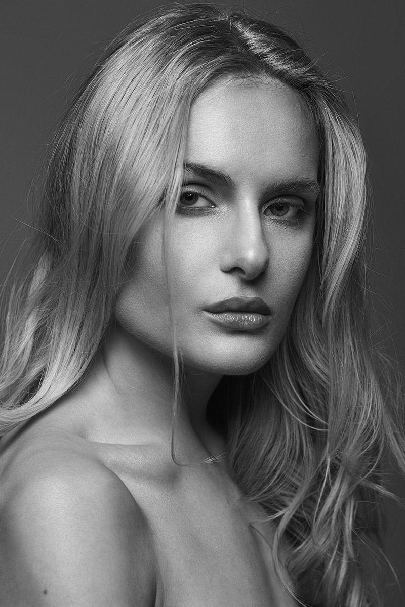Modeltest black and white beauty portrait